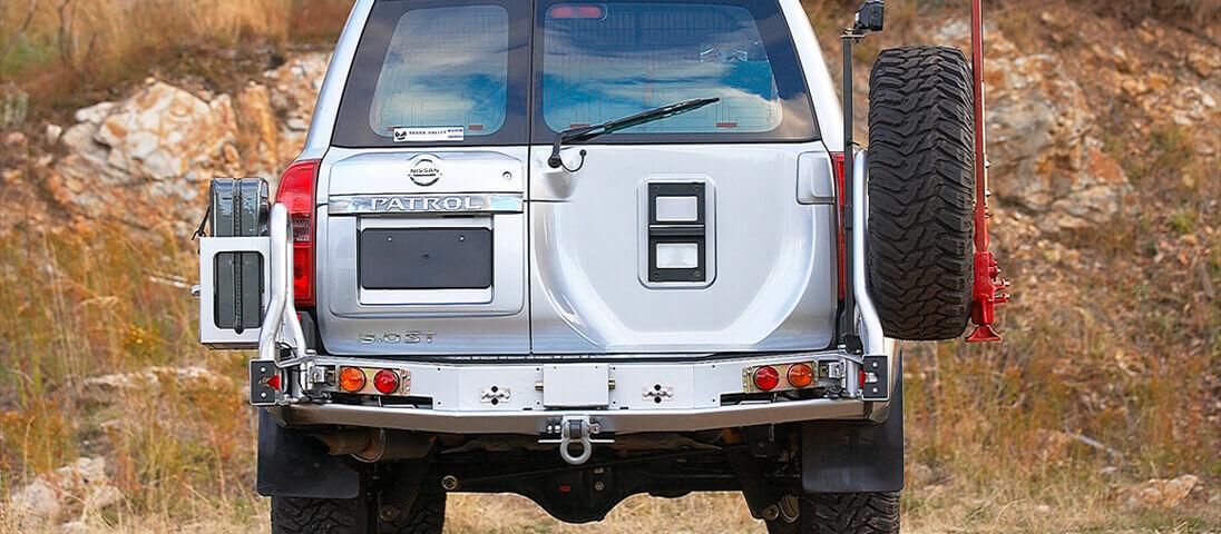 ARB リアバンパー 背面タイヤキャリア・ジェリ缶ホルダー 日産サファリ(パトロール)