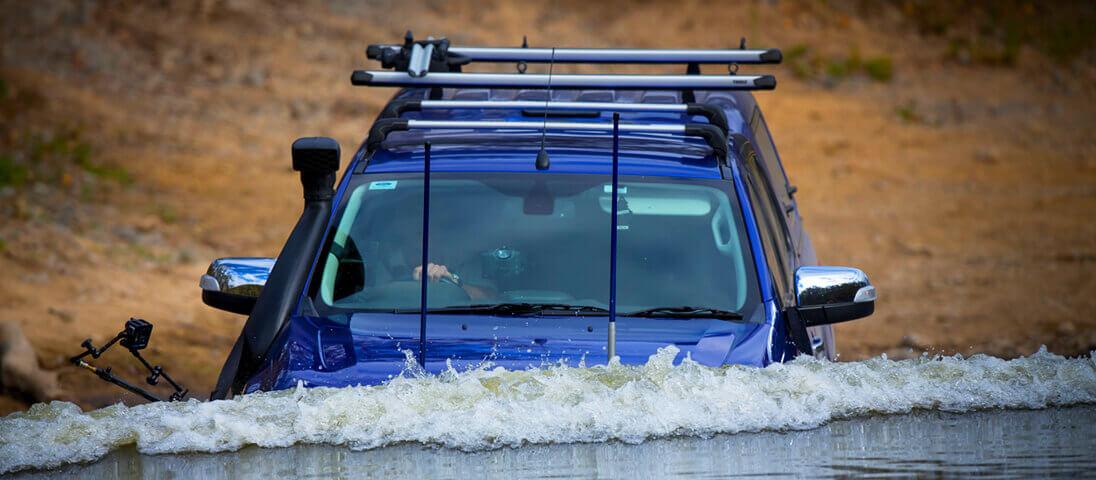 サファリ シュノーケル装着車 水中走行