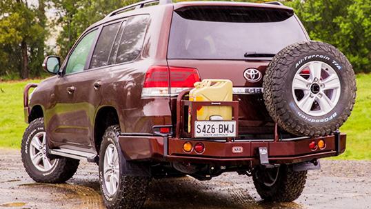 ランドクルーザー200系(ランクル200)後期 ARB リアバンパー・背面タイヤキャリア・ジェリ缶ホルダー 装着車