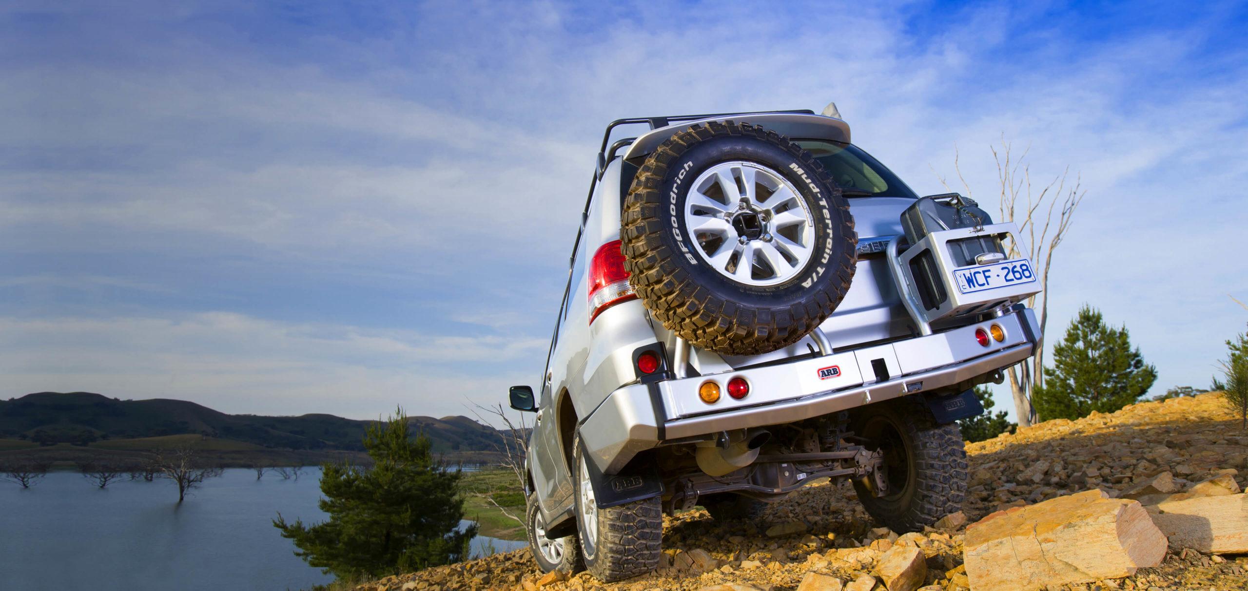 ARB リアバンパー 背面タイヤキャリア&ジェリ缶ホルダー ランクル200