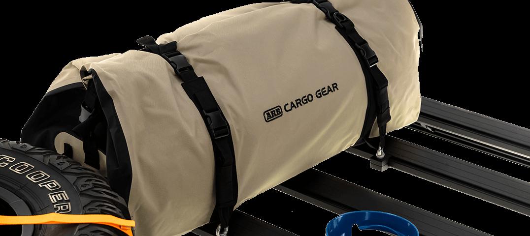 ARB BASE RACK ベースラック:薄型フラット ルーフラック アイボルトタイダウン スワッグバッグ装着イメージ